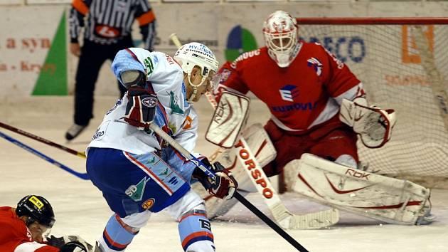 Snímek z pátečního zápasu hokejistů KLH s Olomoucí.