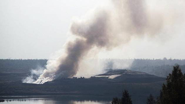 Požár skládky ve Vysoké Peci.