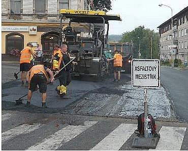 V těchto dnech se pracuje na nové silnici v ulici Moskevská.