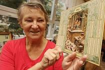 STŘÍPEK MINULOSTI. Tak tím je i kalendář Jaroslavy Rypové, která jej zapůjčila do výstavy vzpomínkových kufrů. Připomíná jí nejen dovolenou s manželem, ale i data jejich narození.