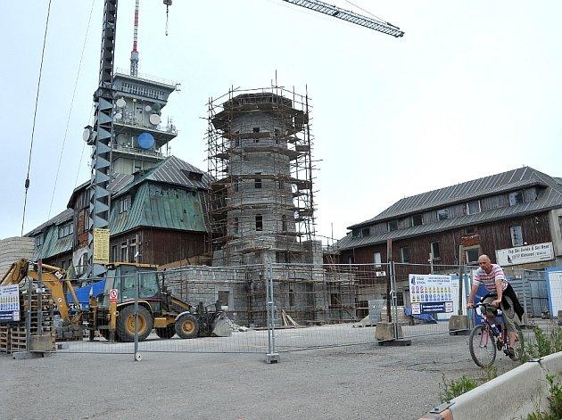 ROZHLEDNA, hlavní symbol Klínovce, už je skoro hotová. Otevřená bude koncem října.