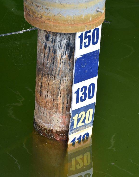 V Kamencovém jezeře chybí půl metru vody.