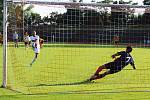 Radek Zaťko proměňuje penaltu