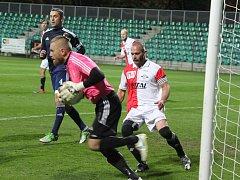 Brankář Dobroměřic Lukáš Pechar několikrát podržel svůj tým. Sice si koledoval o druhou žlutou kartu, ale výkonem rozhodně nezklamal.