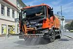 Kropení ulic zvlhčuje vzduch a chladí rozpálený asfalt