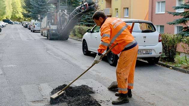 Z chomutovských ulic mizí díry i omezení pro řidiče.