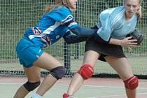 HÁZENKÁŘKY CHOMUTOVA si v Modřanech připsali sedmou letošní výhru a jsou na prvním místě tabulky.