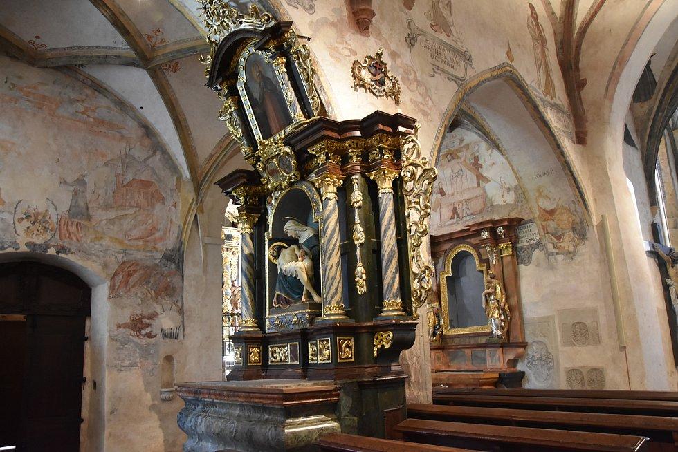 Barokní oltář Panny Marie.