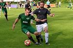 Perštejnu (v zeleném) se v krajském fotbalovém poháru dařilo.