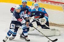 Utkání Chomutova (v modrém) proti Plzni
