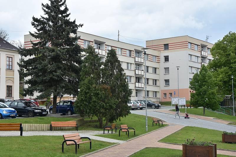 Bytové domy na náměstí v Březně.