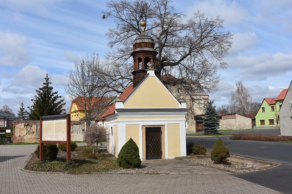Na návsi v Hořenci stojí kaple sv. Anny. Traduje se, že pakliže člověk ztratí nějakou věc a nemůže ji najít, pomoci by mu mohla modlitba ke sv. Anně.
