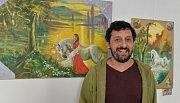 Na chodbách jirkovského zámku vystavoval Milan Toth obrazy, ilustrace i šperky.