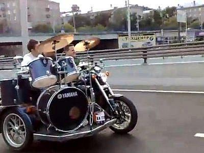 Motorkářská a hudební scéna jede v Moskvě ve společné stopě.