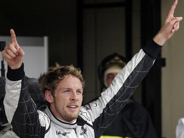 Jenson Button slaví titul mistra světa formule 1 po dojezdu Velké ceny Brazílie.