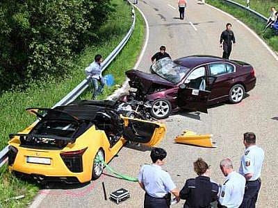 Během nehody supersportu Lexus LFA zemřel hlavní testovací pilot Toyoty.