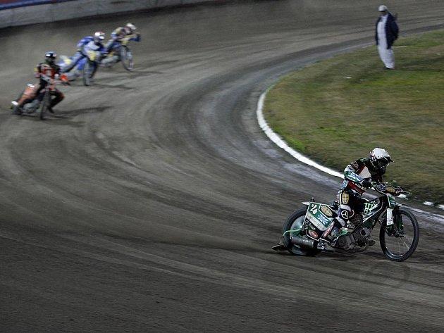 Poslední finálový závod Extraligy družstev v Praze na Markétě - nejlepší jezdec závodu Greg Hancock (PDK Mšeno) uniká svým pronásledovatelům a potvrzuje rozdíl třídy nad ostatními.
