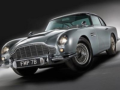 Bondův legendární Aston Martin jde do aukce.