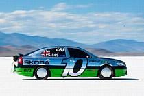 Škoda RS na solném jezeře překonala rychlost 325 kilometrů v hodině.
