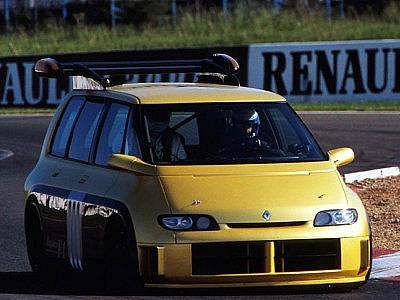 Renault Espace F1 je kombinací praktičnosti a skvělých výkonů. Ale pouze do jisté míry.