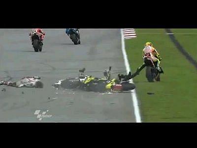 Smrtelná nehoda jezdce Simoncelliho otřásla celým šampionátem Moto GP.