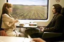 Ve filmu Cizinec se poprvé potkávají na plátně dvě velké sexy ikony šoubizu, Angelina Jolie a Johnny Depp. Česká premiéra bude 27. 1. 2011.