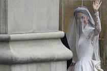 Sarah Burton navrhla nejsledovanější svatební šaty planety pro Kate Middleton, nyní vévodkyni z Cambridge