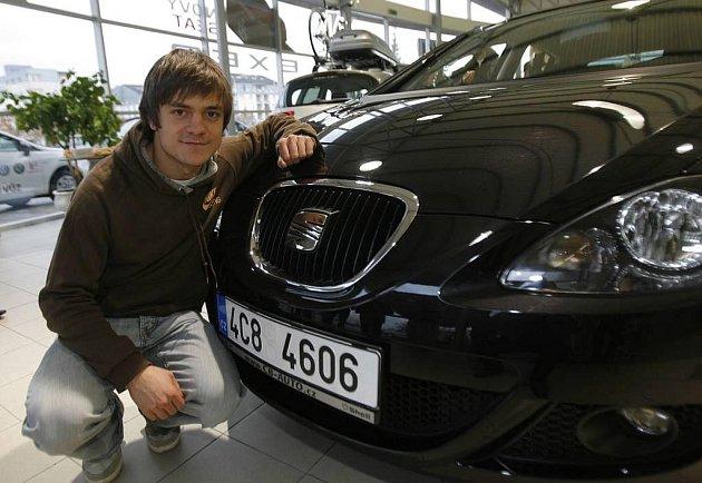 Jiří Mádl dostal od Seatu nové auto.