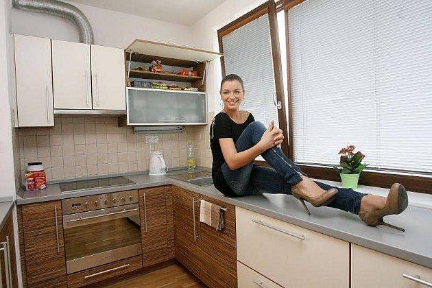 JitkaVálková, Česká Miss, kterou si vybrali divác, pózuje vbytě od Central Group, který dostala rok do užívání. Že by tedy byl nějak extra luxusní…