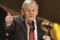 Moderátor večera Karel Šíp převzal 27. března večer v Praze na vyhlašování televizních cen popularity TýTý cenu za kategorii Osobnost televizní zábavy.