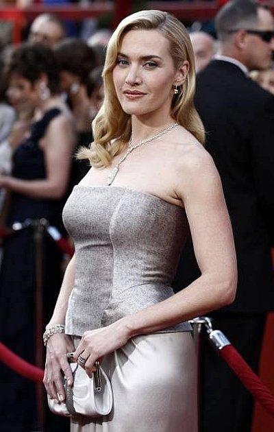 Kate Winslet na snímku zletošních Oscarů, které už navštívila sama, bez manžela Sama Mendese