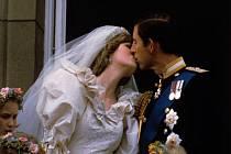 Snímky z pohádkové svatby prince  Charlese a Diany Spencer. Jejich společný život ale neměl s pohádkou nic společného...