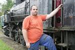 Petr Mandys pomáhá budovat malé železniční muzeum.