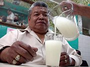 Jako tradiční nápoj mexičanů je po celém světě známá - tequila a její různé mutace. Mnohem starší a také lidovější je ovšem nápoj zvaný pulque. Indiáni jej vyráběli z několika druhů agáve rostoucích v mexických horách.