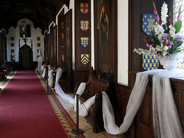 Tisíce květin na týden změní interiéry jednoho z nejznámějších jihočeských hradů. Ve středu 24.srpna na Rožmberku začíná jedna z největších floristických výstav umístěných v historickém prostředí. Vzhledem k venkovním teplotám potrvá nejdéle týden.