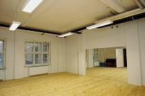 Do 15. divadelní sezóny vstupuje soubor Divadla v Dlouhé s novým prostorem pro zkušebnu, který díky probíhající rekonstrukci domu, ve kterém známá pražská divadelní scéna sídlí, vznikl.