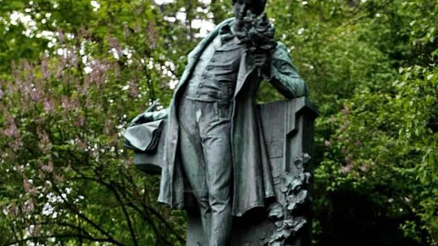 Socha Karla Hynka Máchy na pražském Petříně