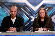 Manželská dvojice Gabriela Osvaldová a Ondřej Soukup spolupracuje i profesně, ať už je to na deskách Lucie Bílé, v porotě televizní soutěže X Factor, z níž pochází tento snímek, anebo nově na muzikálu Robin Hood.