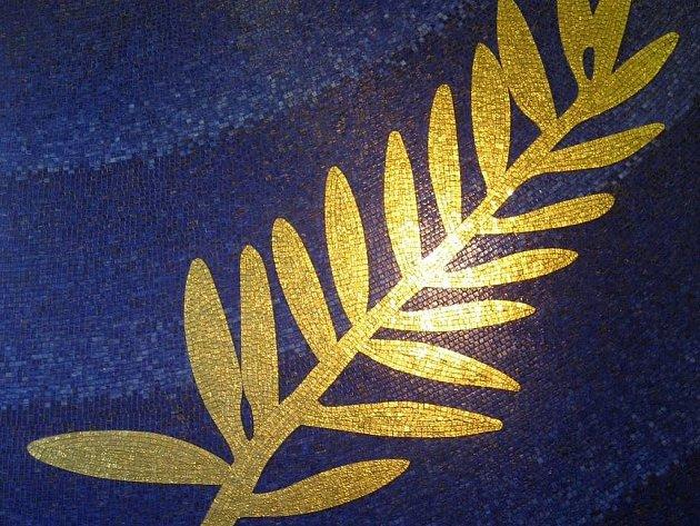 Zlatou palmu, hlavní cenu, udělovanou na MFF v Cannes před několika lety redesignovala luxusní šperkařská a hodinářská frma ze Švýcarska, Chopard.
