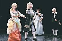 Francouzští tanečníci strhávají silným vnitřním nábojem i křehkou ladností.