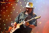 Carlos Santana letos pilně koncertuje