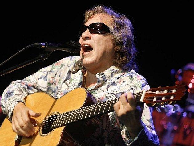 V klubu SaSaZu proběhl 20.října od 21.30 koncert fenomenálního nevidomého portorikánského kytaristy, zpěváka, skladatele a herce José Feliciana, který se řadí mezi nejvýznamnější současné umělce.