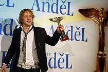 V pražské Incheba Areně se 17. dubna konalo udílení cen Akademie populární hudby Anděl 2009. V kategorii Zpěvák roku zvítězil Tomáš Klus.