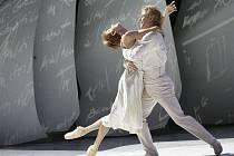 I v nové divadelní sezóně se diváci mohou těšit na baletní zpracování Popelky s nádhernou hudbou Sergeje Prokofjeva. Nápaditá choreografie a režie je dílem Jeana-Christopha Maillota, dlouholetého šéfa slavného Les Ballets de Monte-Carlo.
