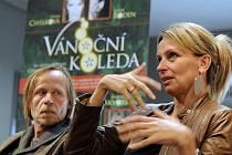 PLNÍ OČEKÁVÁNÍ. Karel Roden a Ivana Chýlková se pouštějí do divadelní novinky.