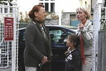 Nový seriál Cukrárna: V prvním dílu se Radka Sladká v podání Veroniky Žilkové seznámí se sympatickými důchodkyněmi, jimž velí energická Bláža, Iva Janžurová