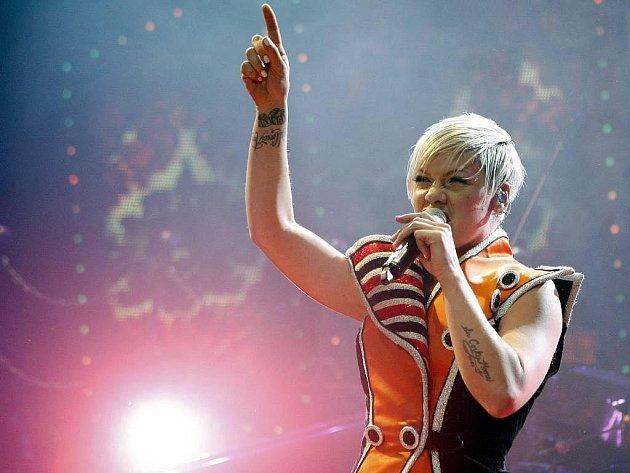 Americká zpěvačka Pink vystoupila v pražské O2 Areně
