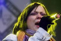 Na koncertu HELP HAITI! vystoupila i někdejší SuperStar Leona Černá