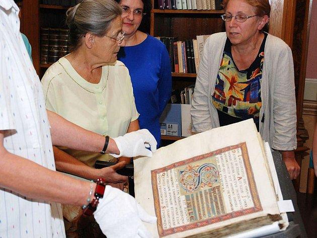Odborná komise posuzuje stav nejdražší knihy Česka, Vyšehradského kodexu