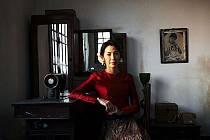 Hollywoodská hvězda Michelle Yeoh točí se slavným francouzským režisérem Bessonem film o barmské disidentce Su Ťij. Prozatímní název filmu je The Lady.